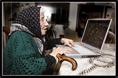 anciana-en-computador