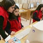 jóvenes y computador