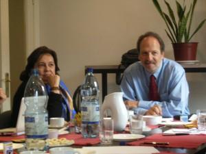 Damián Loreti y Manuela Gumucio, directora del Observatorio
