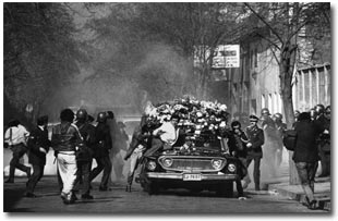 Multitudinario funeral de Rodrigo Rojas